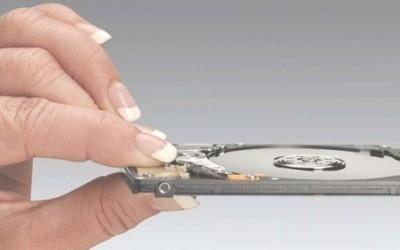 Hitachi präsentiert die schnellste 7mm 320 GB Festplatte der Welt